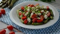 Sałatka ze szparagów, pomidorków i fety