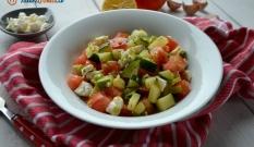 Sałatka z duszonej cukinii, pomidora i fety