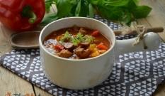 Zupa gulaszowa z wieprzowiną i warzywami