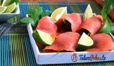 Roladki z łososia z suszonymi pomidorami
