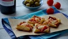 Francuskie ciasteczka z salami, papryką i serem